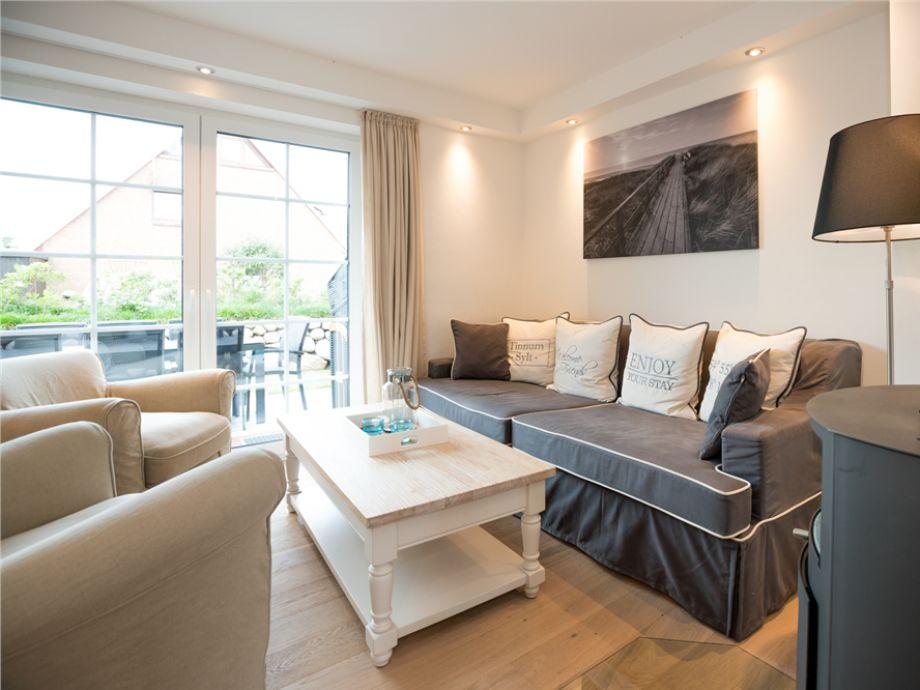 Eine weitere Wohnzimmeransicht mit der gemütlichen Sitzecke