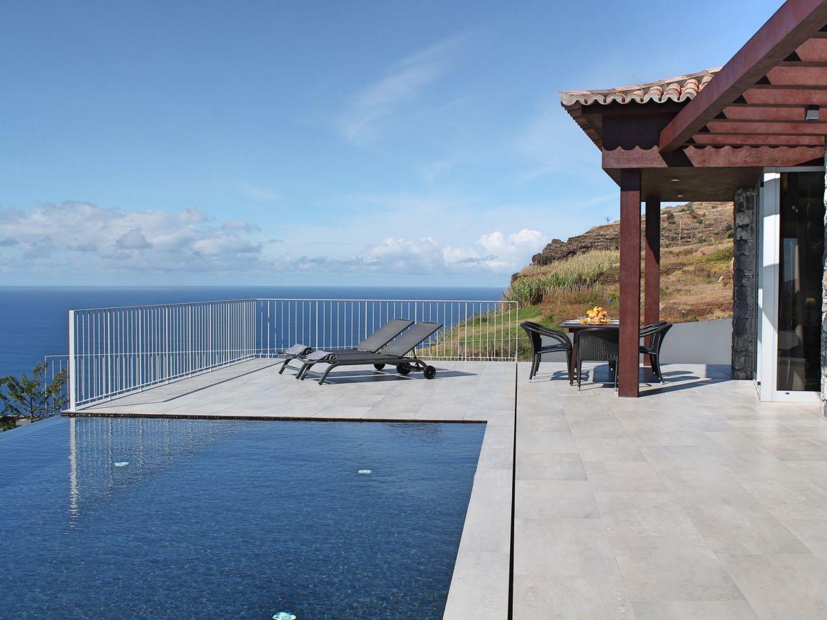 villa cliffscape estreito da calheta madeira firma. Black Bedroom Furniture Sets. Home Design Ideas