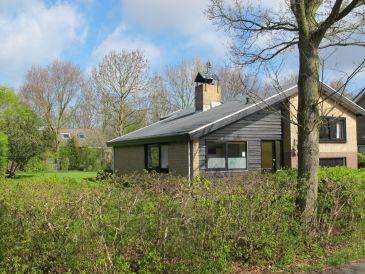 Freistehendes Ferienhaus mit großem Garten (OPE73)