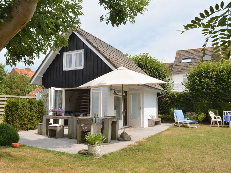 Ferienhaus Mit großem Garten im Zentrum (DMO61)