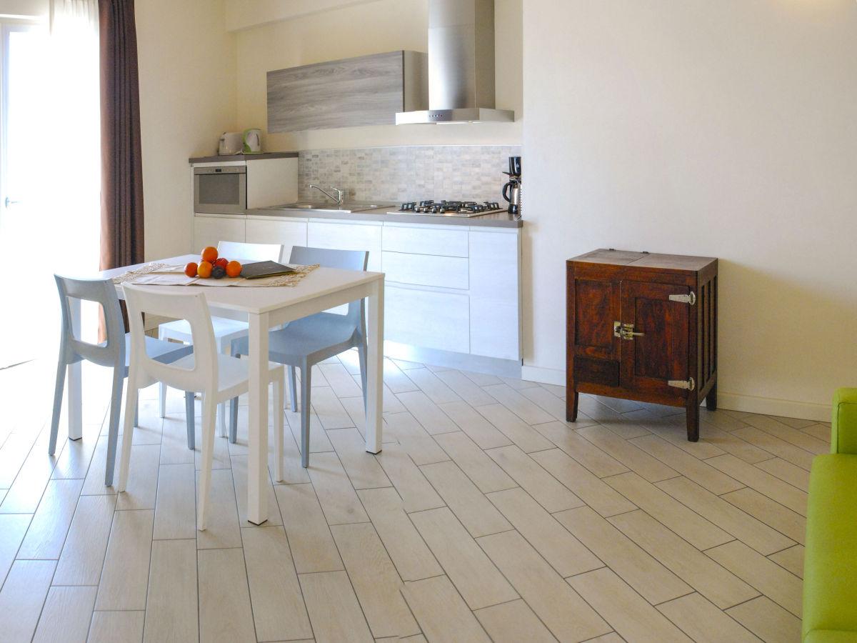 ferienwohnung la dolce vita relais italien lombardei. Black Bedroom Furniture Sets. Home Design Ideas