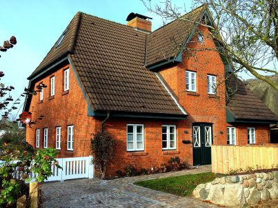 Haus Utmar (links)