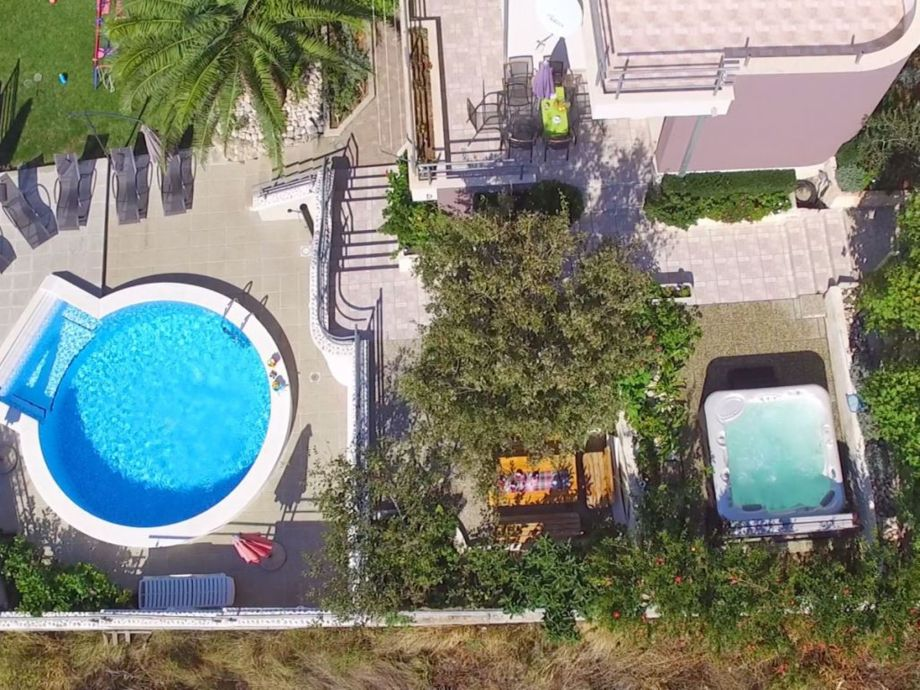 Ferienhaus iva villa makarska new makarska central for Garten pool tiefe