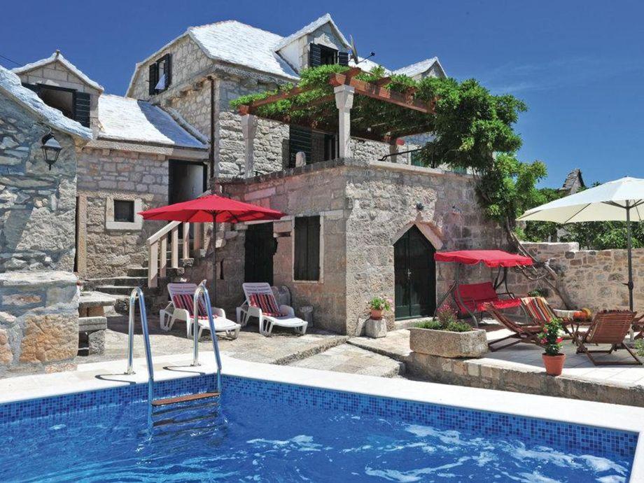 Ferienhaus pergola top preise insel brac central for Haus mit pool