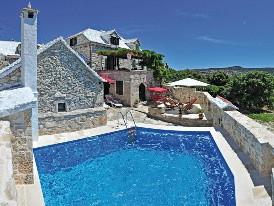 Außenaufnahme Villa Pergola Top Price