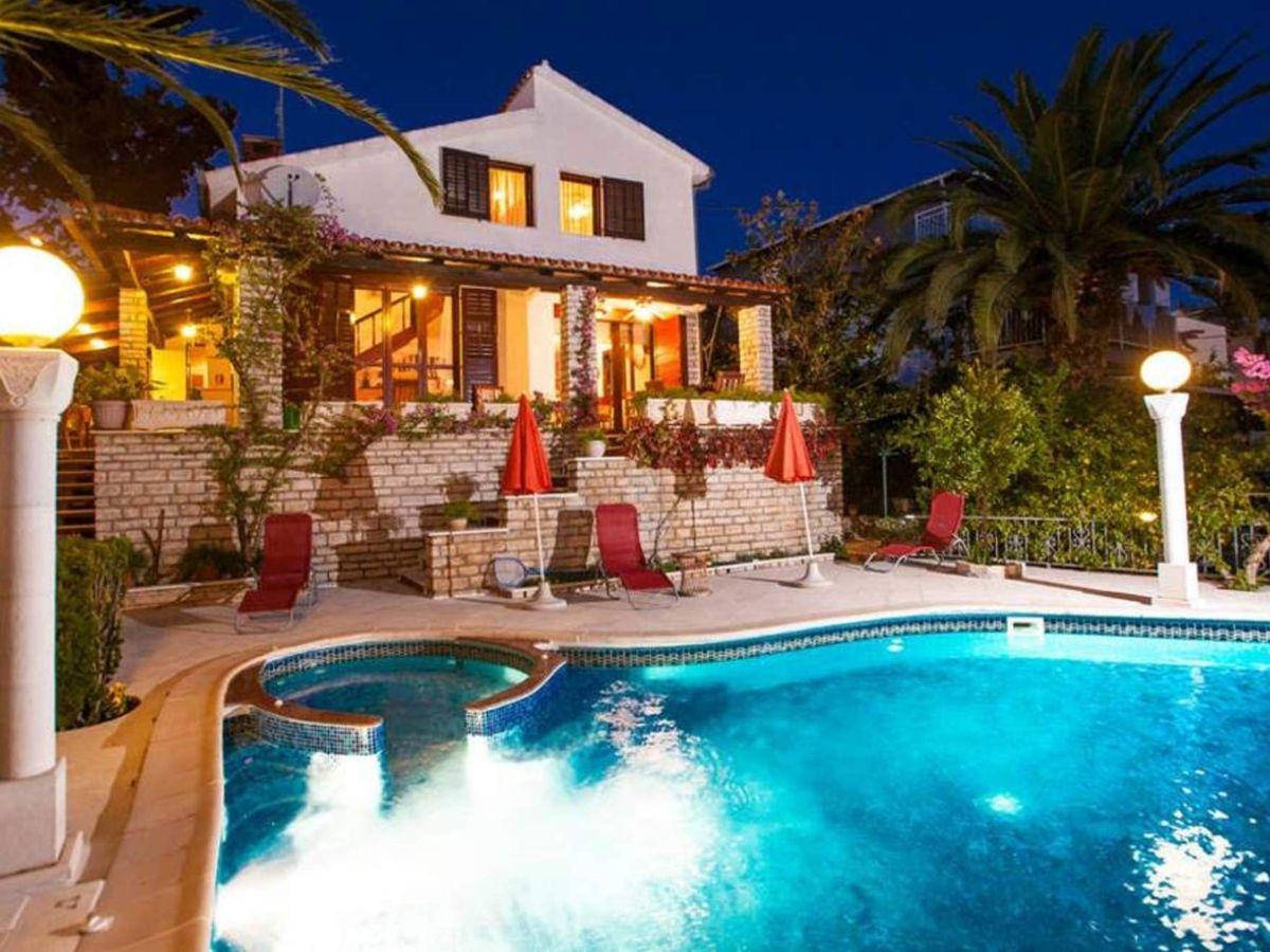 ferienhaus bugenvilia vila trogir trogir split area zentral dalmatien firma eurotours. Black Bedroom Furniture Sets. Home Design Ideas