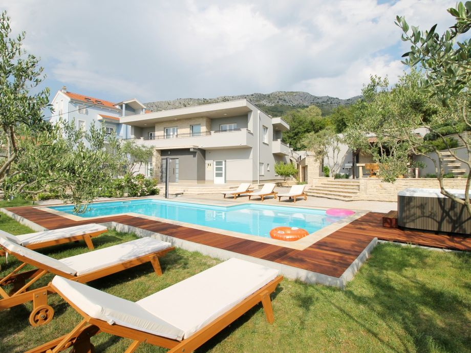 Villa Gabriella with private 50m2 pool with counter cur