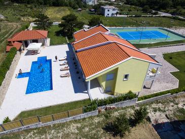Villa Delmati mit Tennisplatz