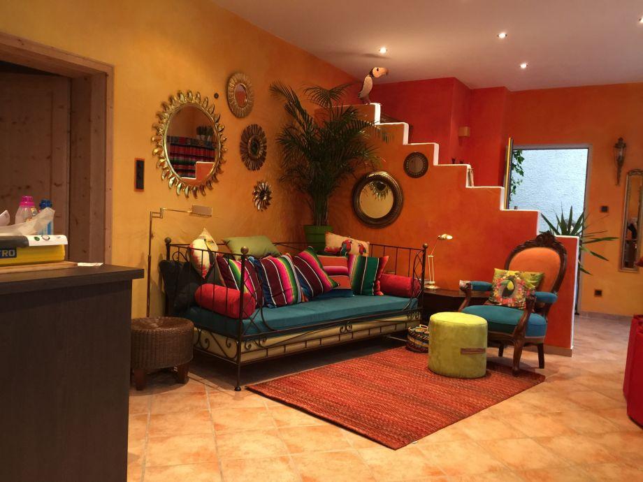 Wohnbereich mit gemütlichem Daybed-Sofa