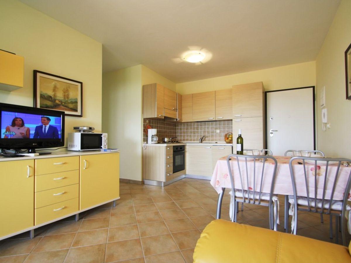 Esstisch Yellow = ferienwohnung gedici yellow, istrien  firma eurotours