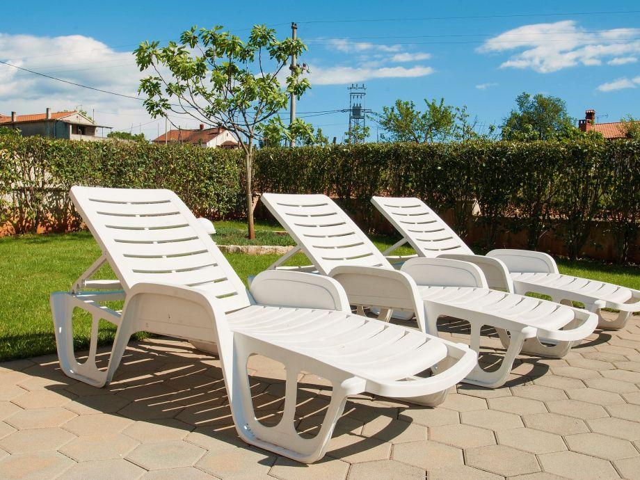 Villa Paris IV Istria Firma EUROTOURS POREC Mr Alen  : sun loungers from www.vacation-apartments.com size 920 x 690 jpeg 150kB