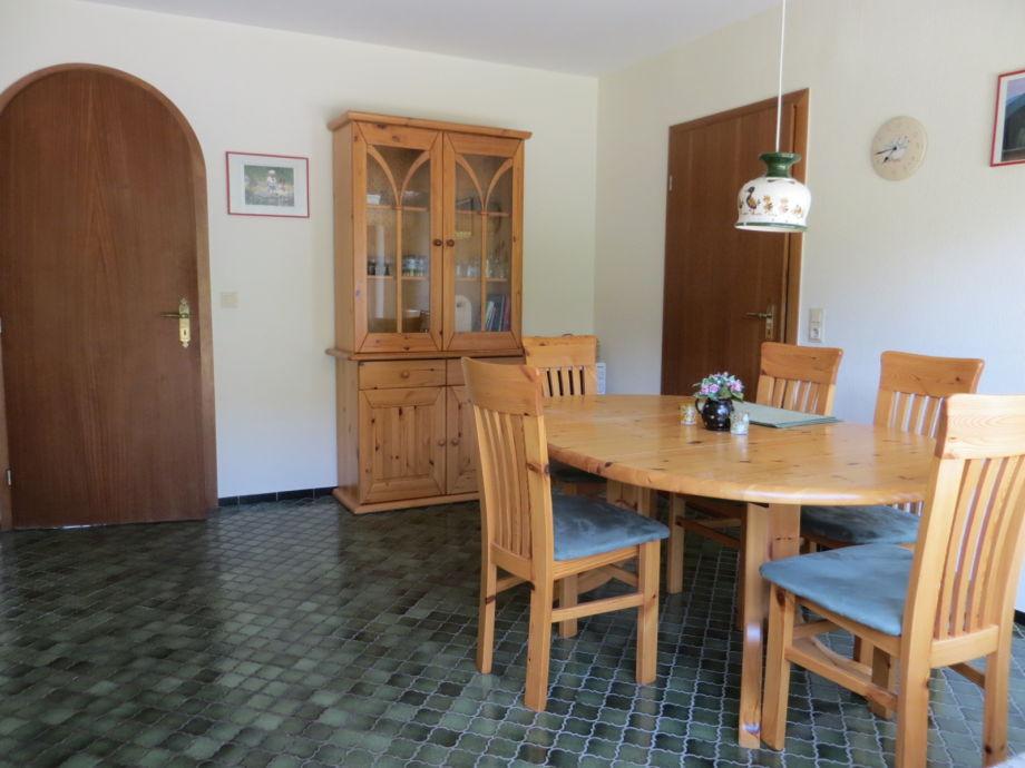 Ferienhaus herzmuschel b sum firma ferienwohnungen for Grosser esstisch