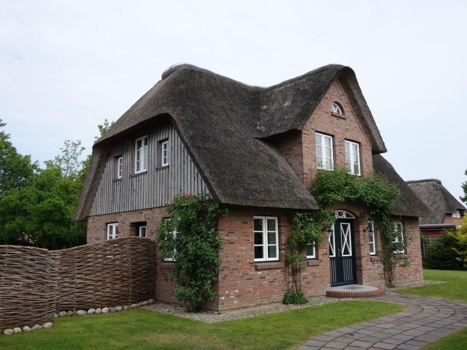 Das Haus verteilt sich über EG und 1 OG.
