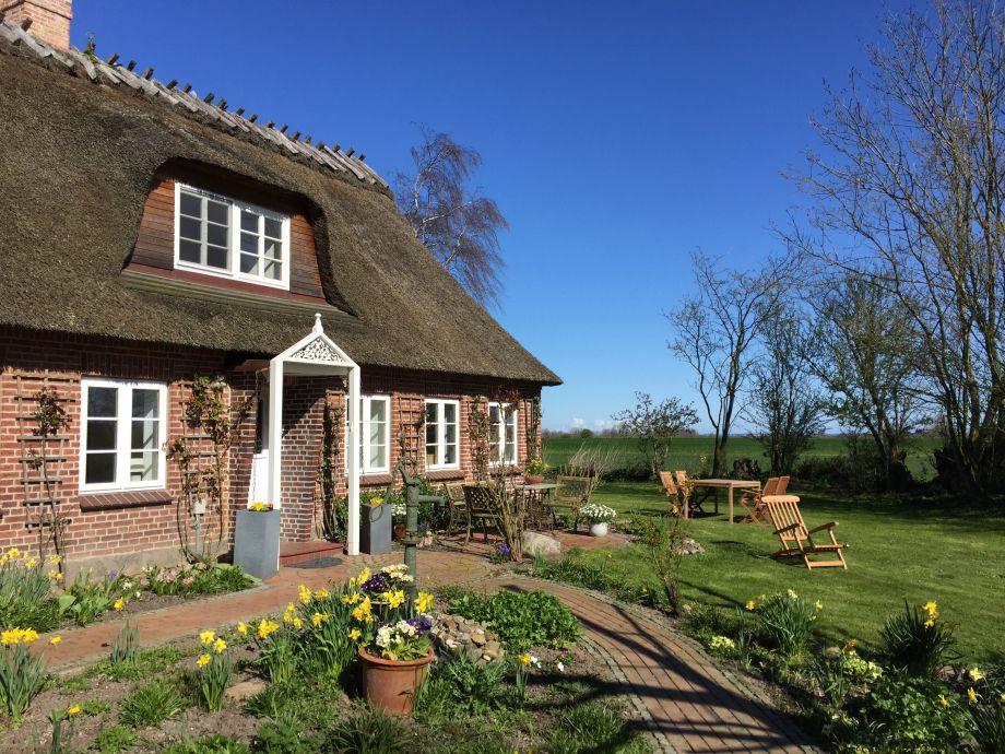 Freistehendes, saniertes Reetdach-Haus mit Vorgarten