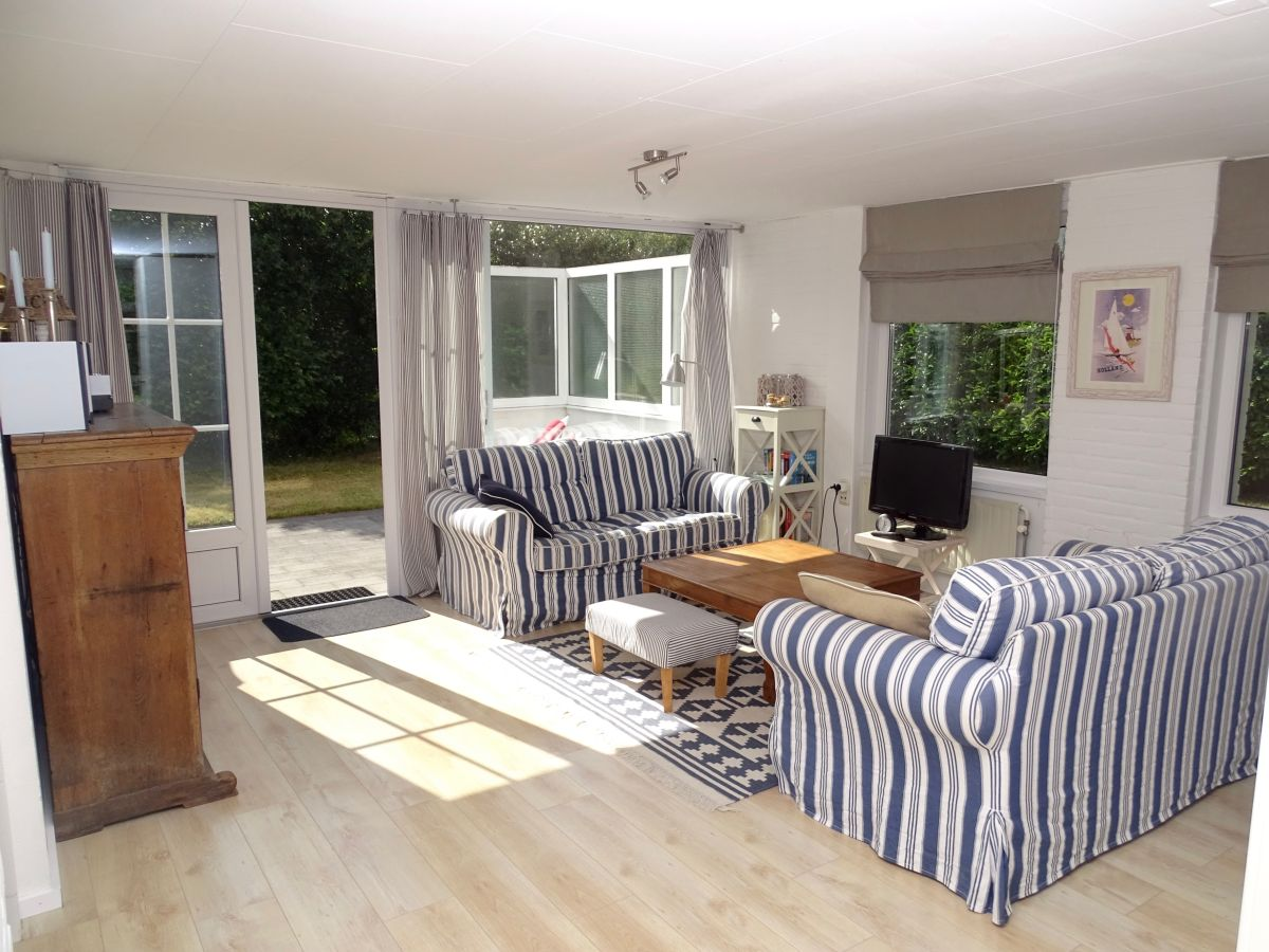 Ferienhaus bongerd 11 zeeland renesse firma sorglos - Eingerichtete wohnzimmer ...