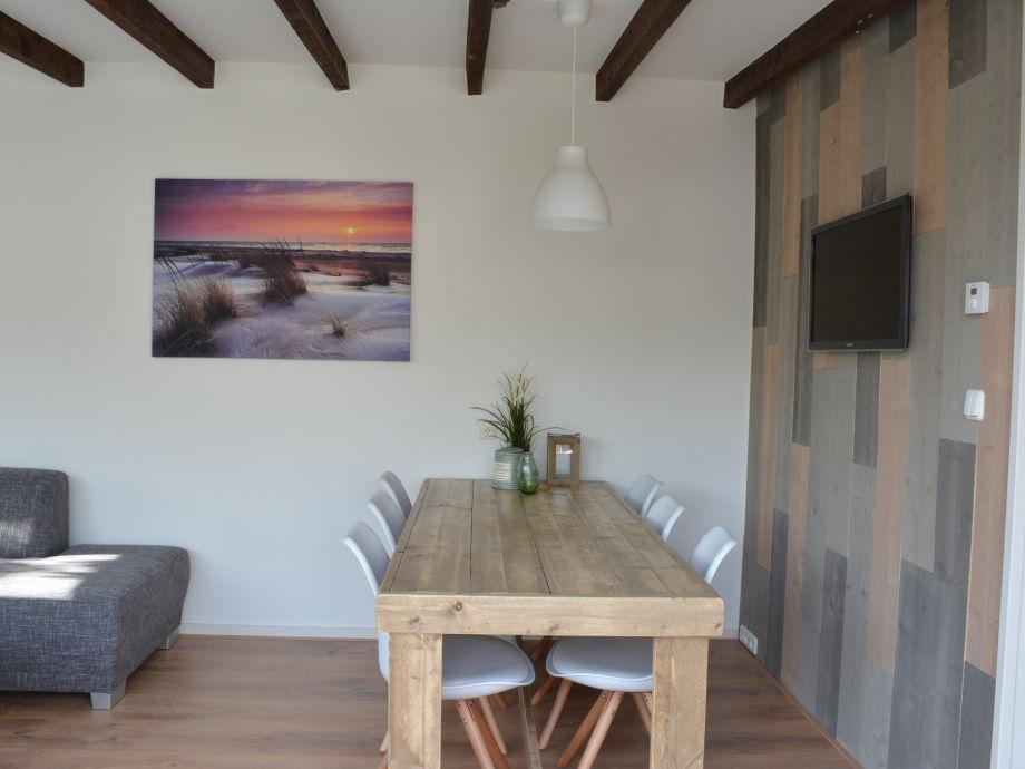 Wohnzimmer Mit Grossen Esstisch