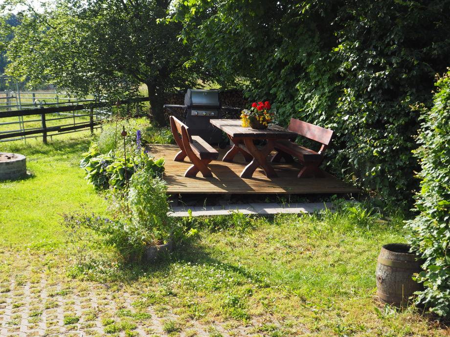 Gartenterrasse mit Eifelblick