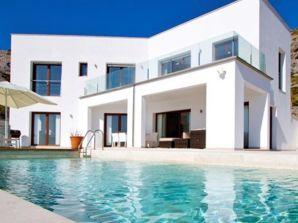 Villa Polly