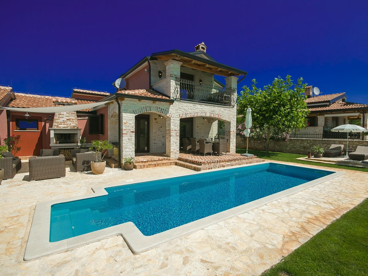 Villa callas tar istrien firma istria home d o o for Kroatien villa mit pool