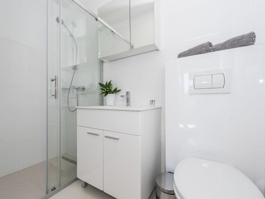Badezimmer mit dusche und wc : Ferienhaus estate suko an debeljak firma t o lotos