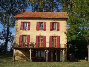 Landhaus La maison aux volets rouge