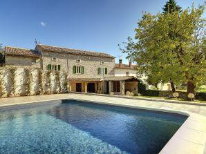 Villa 319