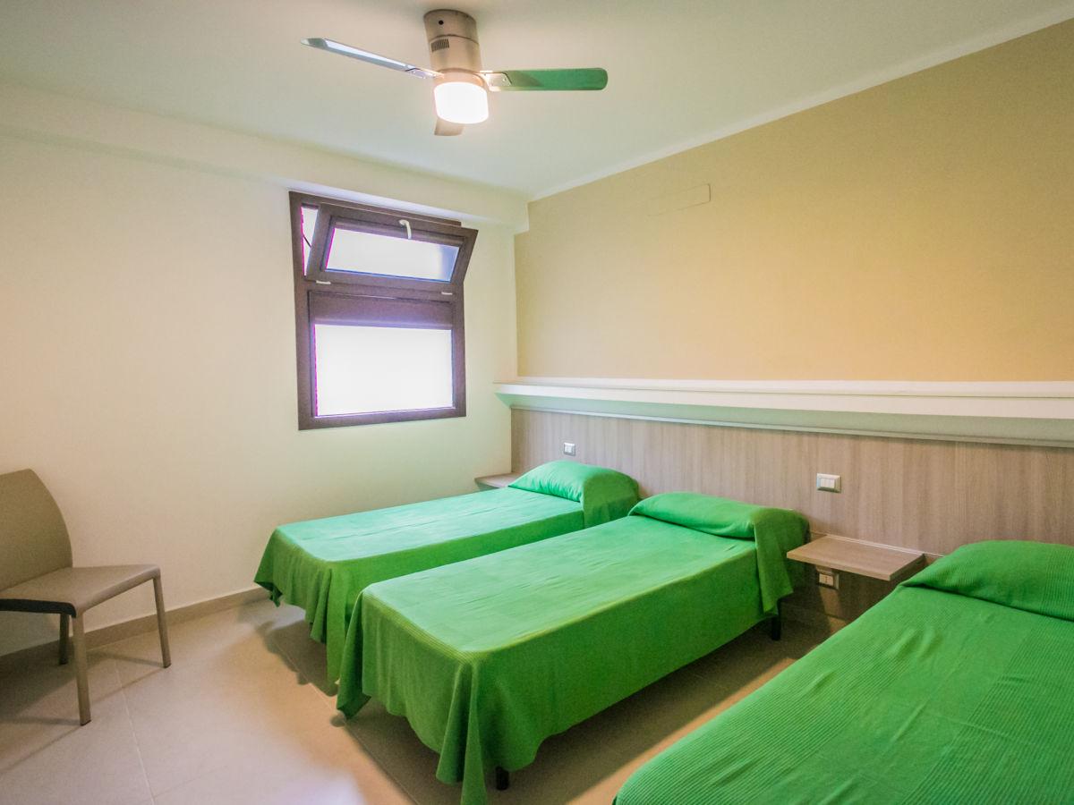 Schlafzimmer mit betten – midir