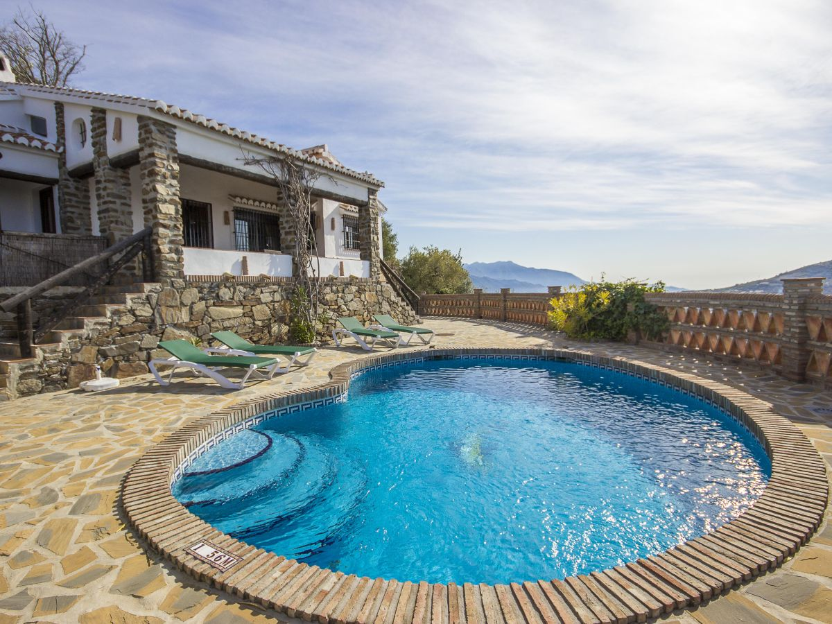 Ferienhaus finca competa costa del sol malaga axarqu a for Finca mit pool