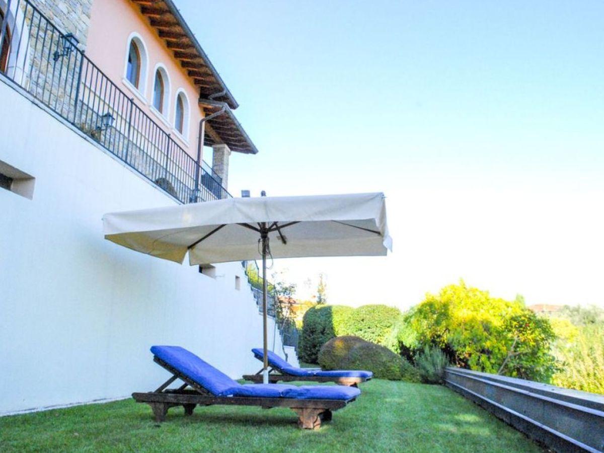 villa la quercia gardasee lombardei firma martina. Black Bedroom Furniture Sets. Home Design Ideas