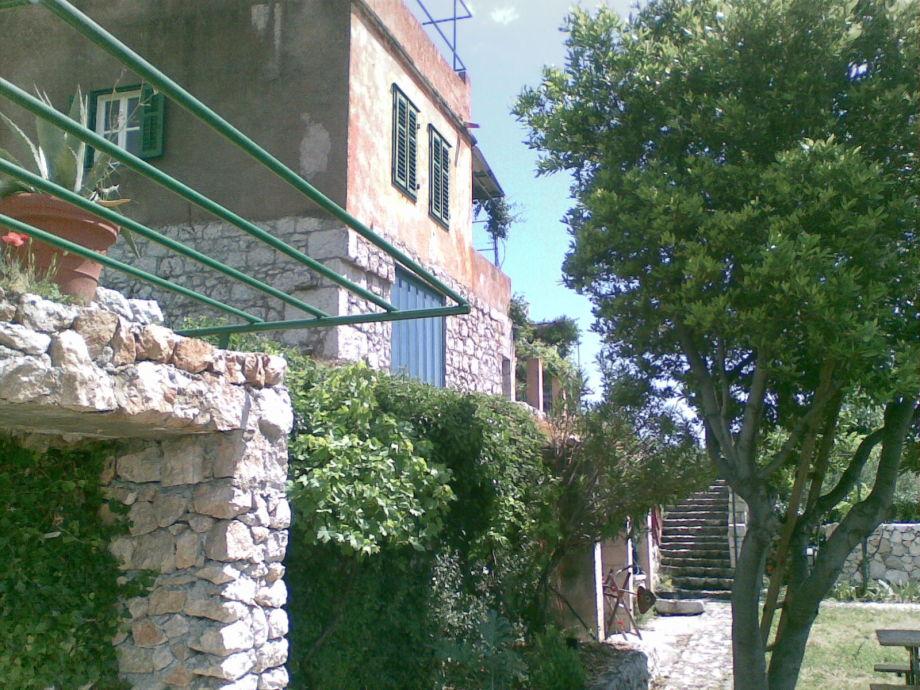 Ferienhaus vom Garten her gesehen