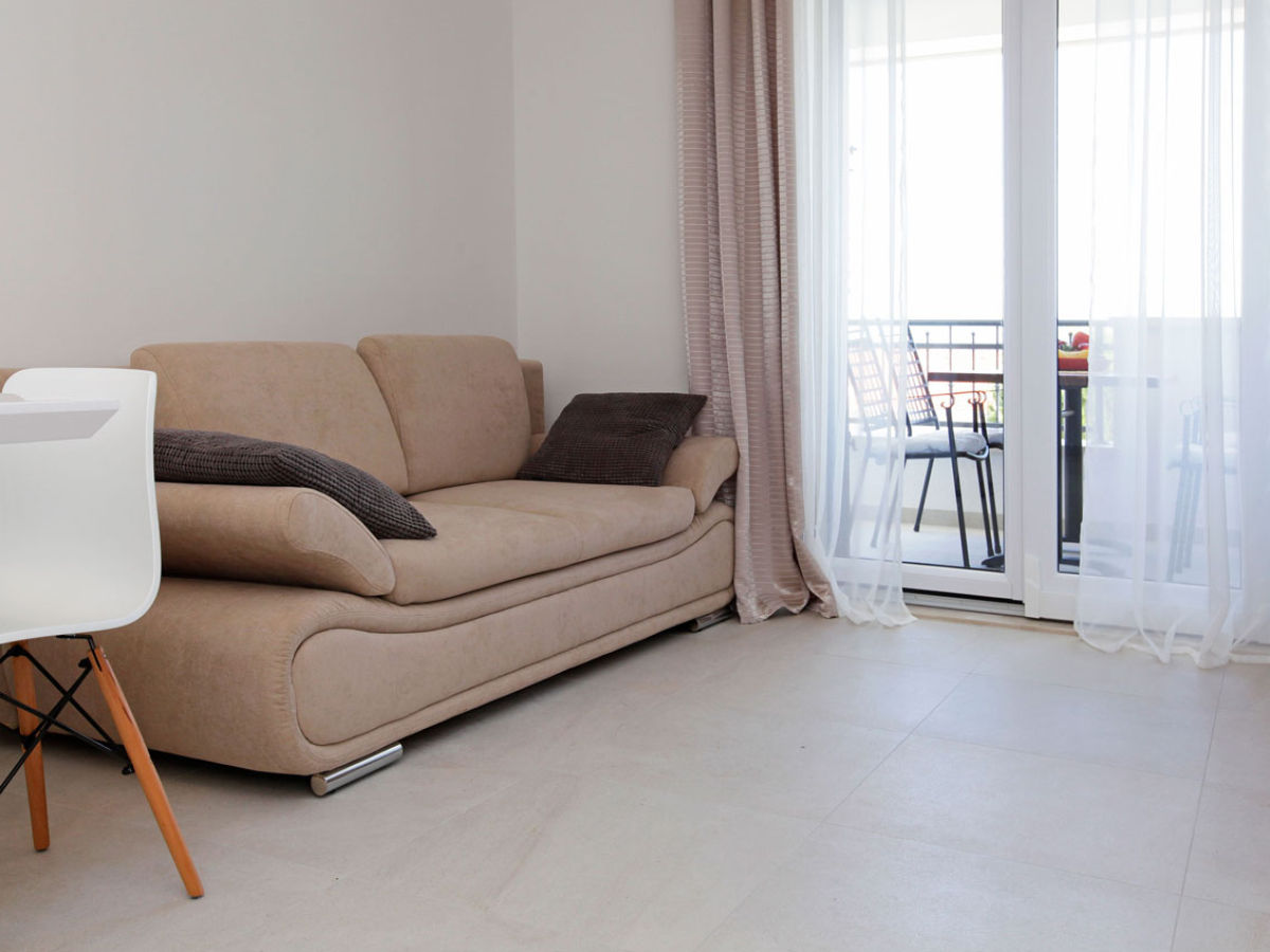 ferienwohnung bol lena 4 dalmatia insel brac firma adria tours bol frau. Black Bedroom Furniture Sets. Home Design Ideas