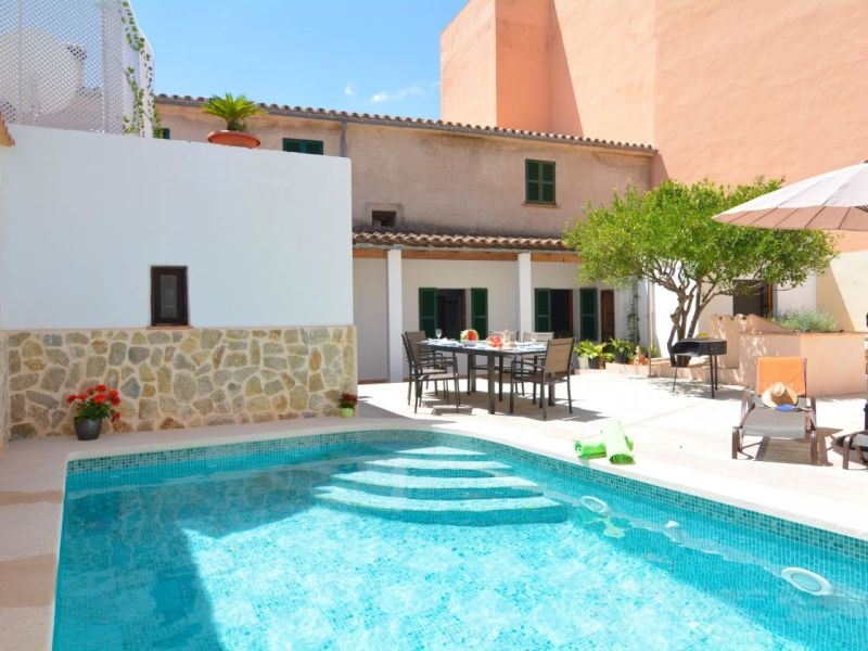 Holiday house Mallorca Town House with pool disabled welcome
