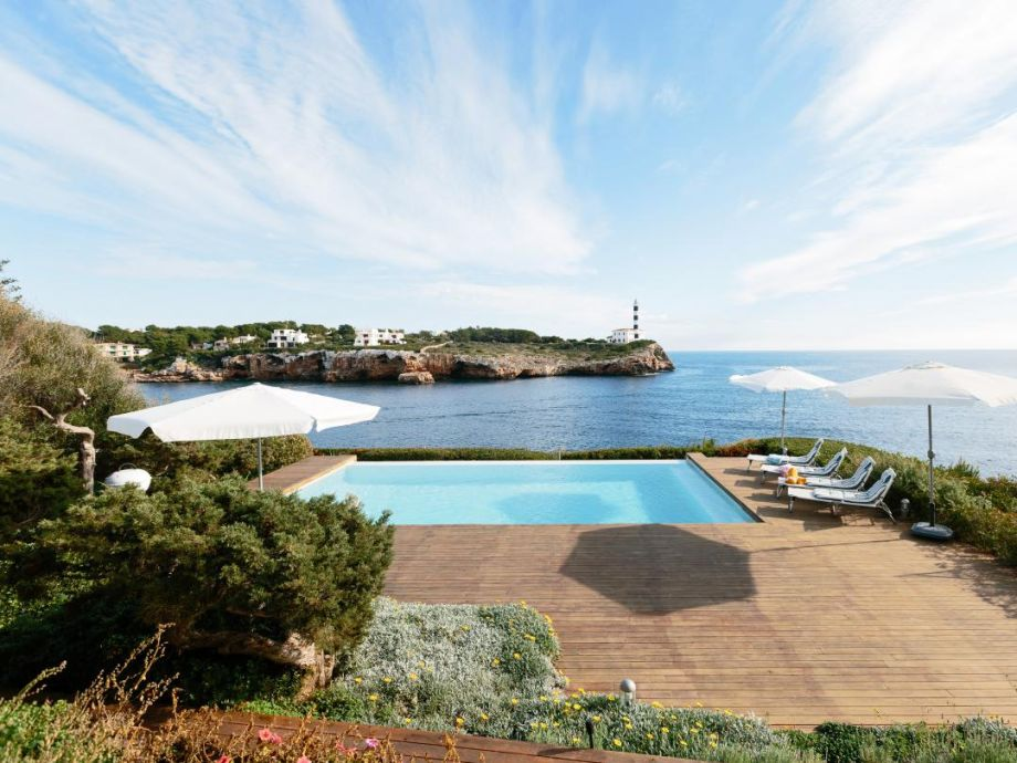 Außenaufnahme Sea Front Luxurious Villa Porto Colom