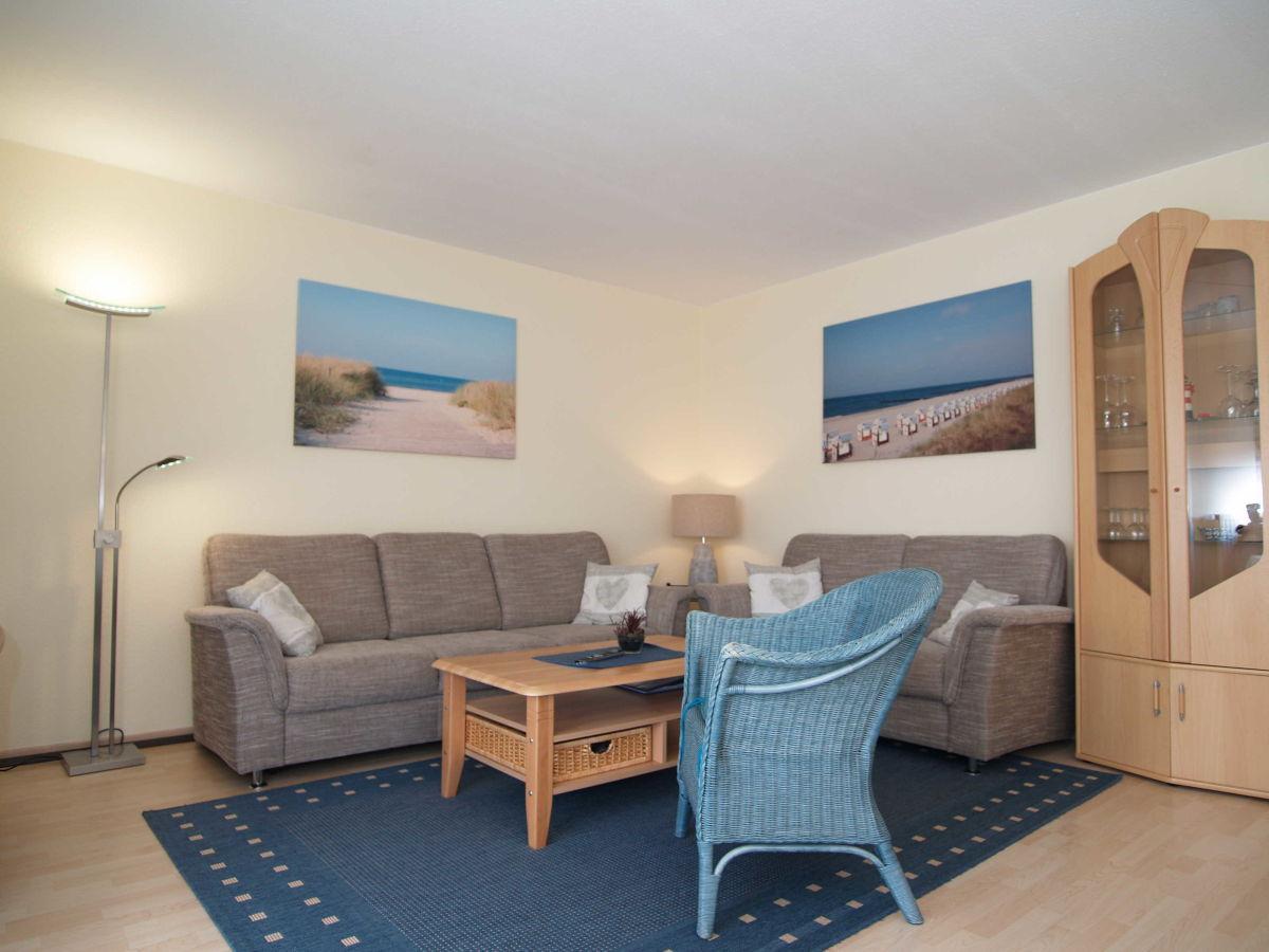 der gemutliche wohnbereich mit couchgarnitur