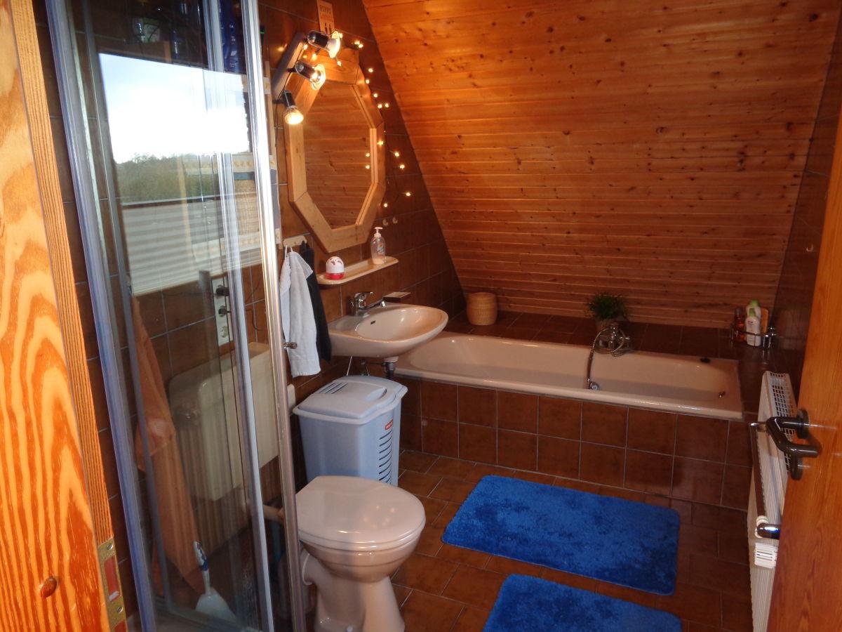Ferienwohnung weitblick geltinger bucht herr gert nagel - Badezimmer mit dusche und badewanne ...