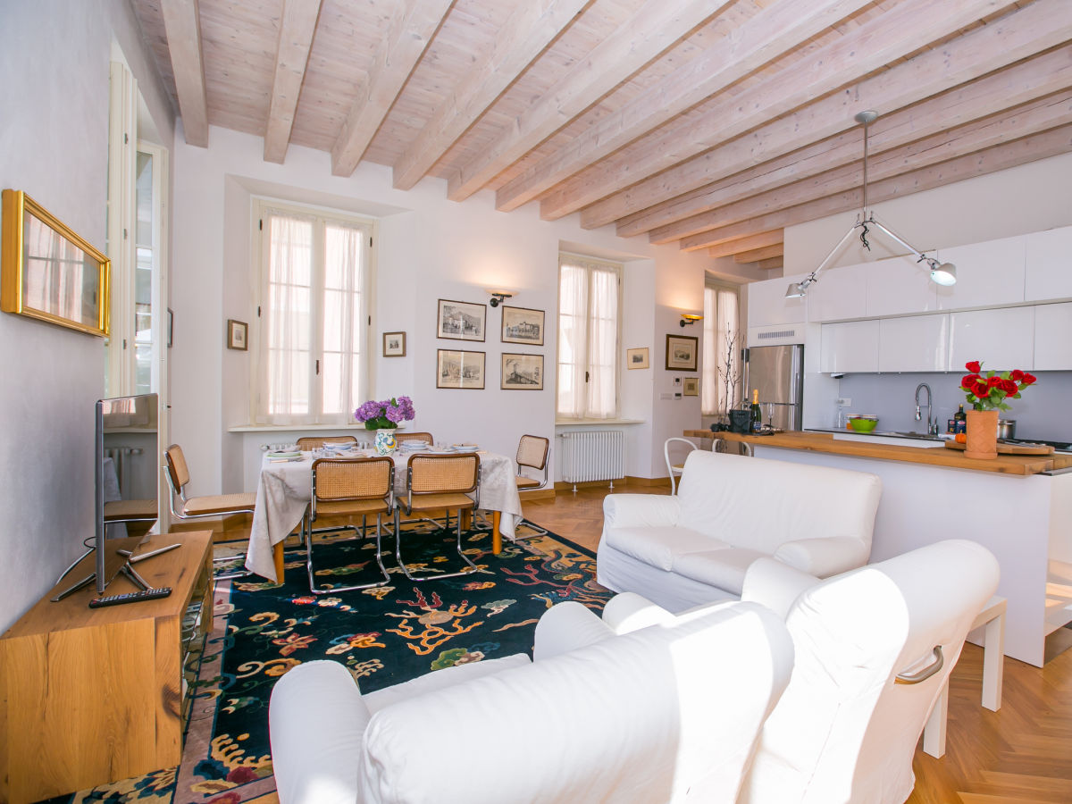 villa giudici apt 05 1812 nesso italien firma happy holiday homes frau larisse mercera. Black Bedroom Furniture Sets. Home Design Ideas