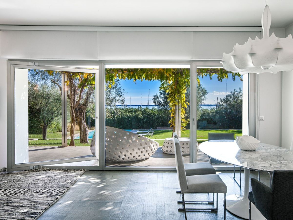 Villas in Lake Garda on the beach to buy