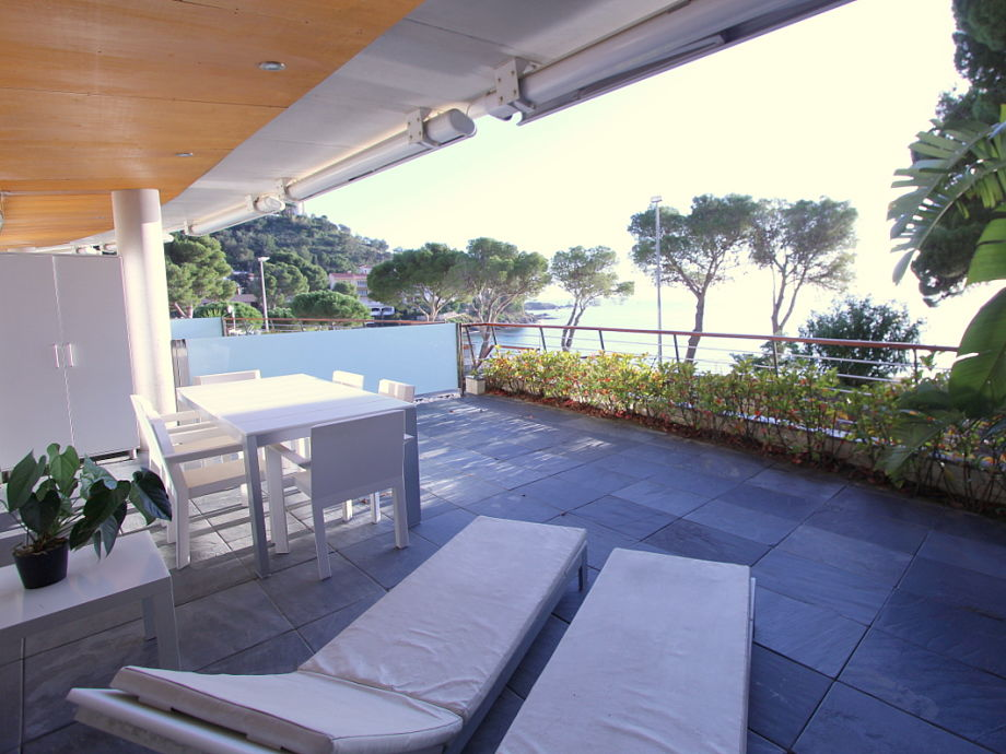 Large terrace with view to the bay