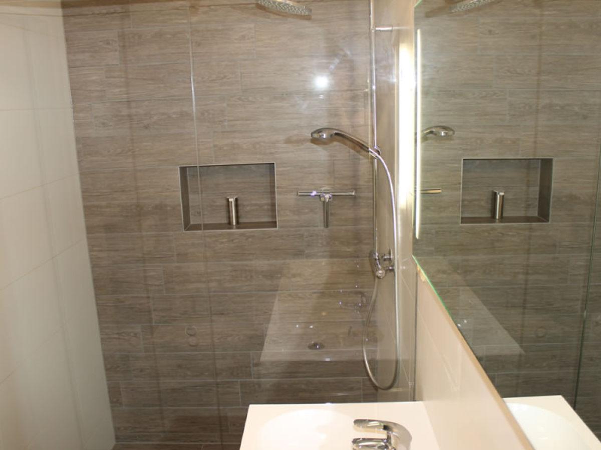 Bungalow mit moderner einrichtung kamperland firma for Einrichtung badezimmer