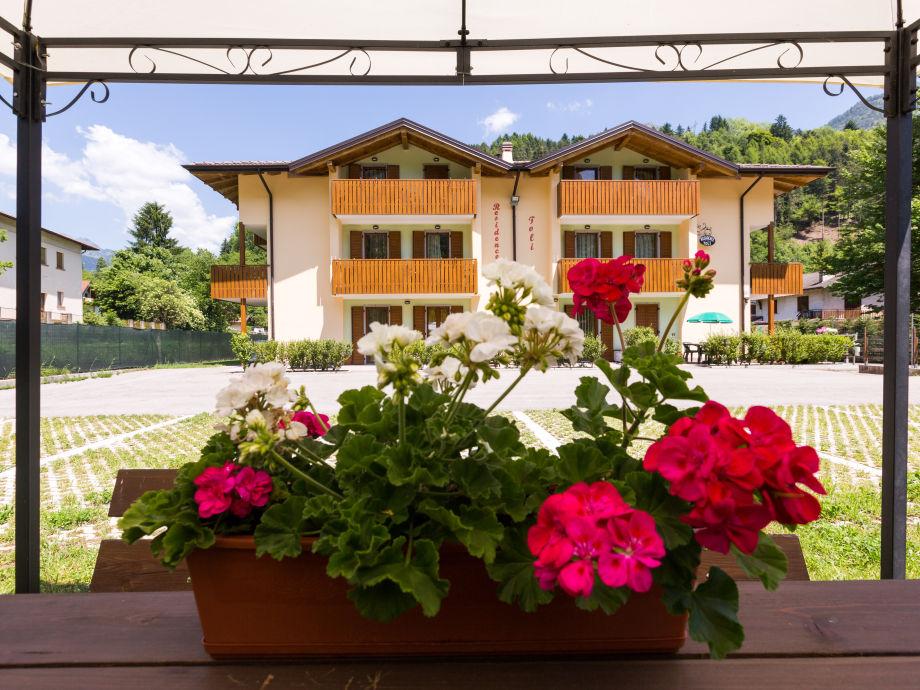 Außenaufnahme wonderful new apartment at Ledro lake