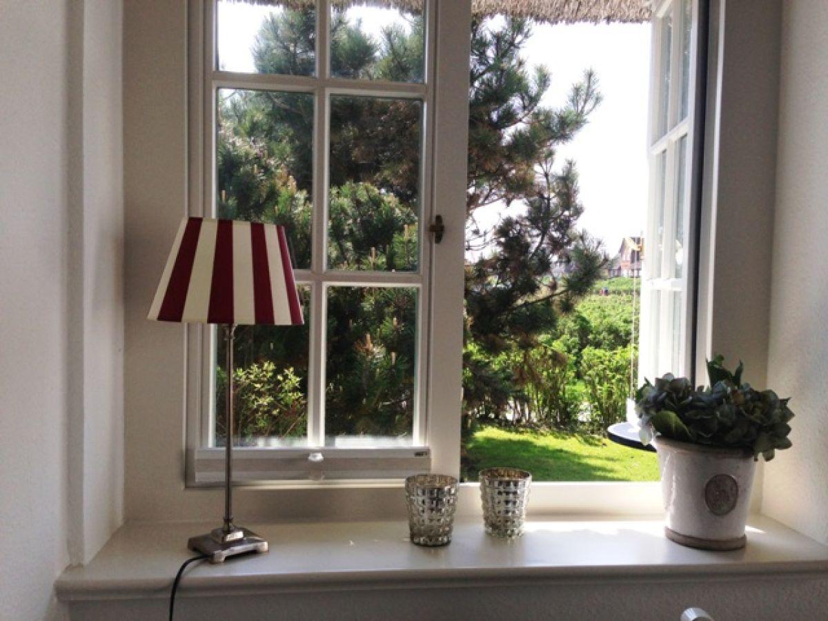 ferienwohnung 13 s l 39 ring h s sylt rantum firma apartment vermietung rose rose frau uta. Black Bedroom Furniture Sets. Home Design Ideas