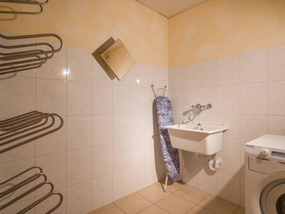 Raum für Schischuhtrockner und Waschmaschine