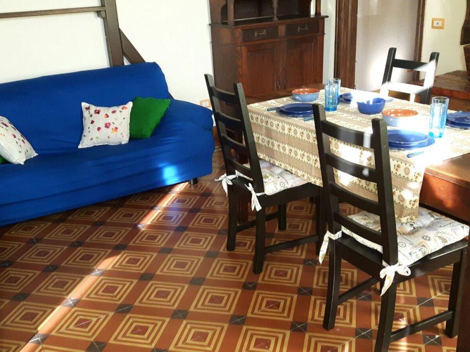 Diningrooom with sofa