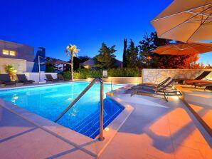 Stunning Villa Le Mont