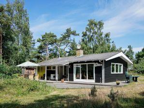 Ferienhaus Aakirkeby, Haus-Nr: 27945