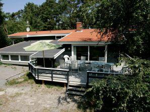 Ferienhaus Nexø, Haus-Nr: 12411