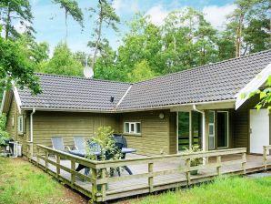 Ferienhaus Nexø, Haus-Nr: 12330