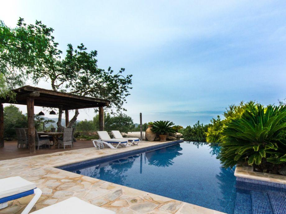 Idyllic pool terrace