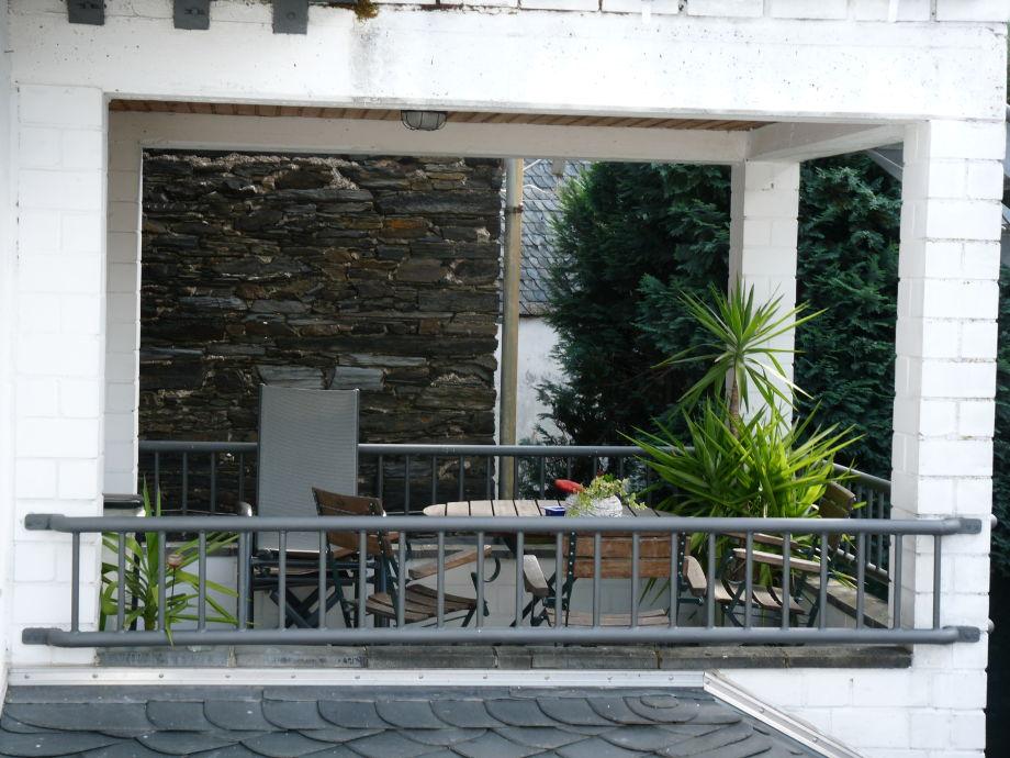 gro es apartment im haus am steinbrunnen rheinland pfalz. Black Bedroom Furniture Sets. Home Design Ideas