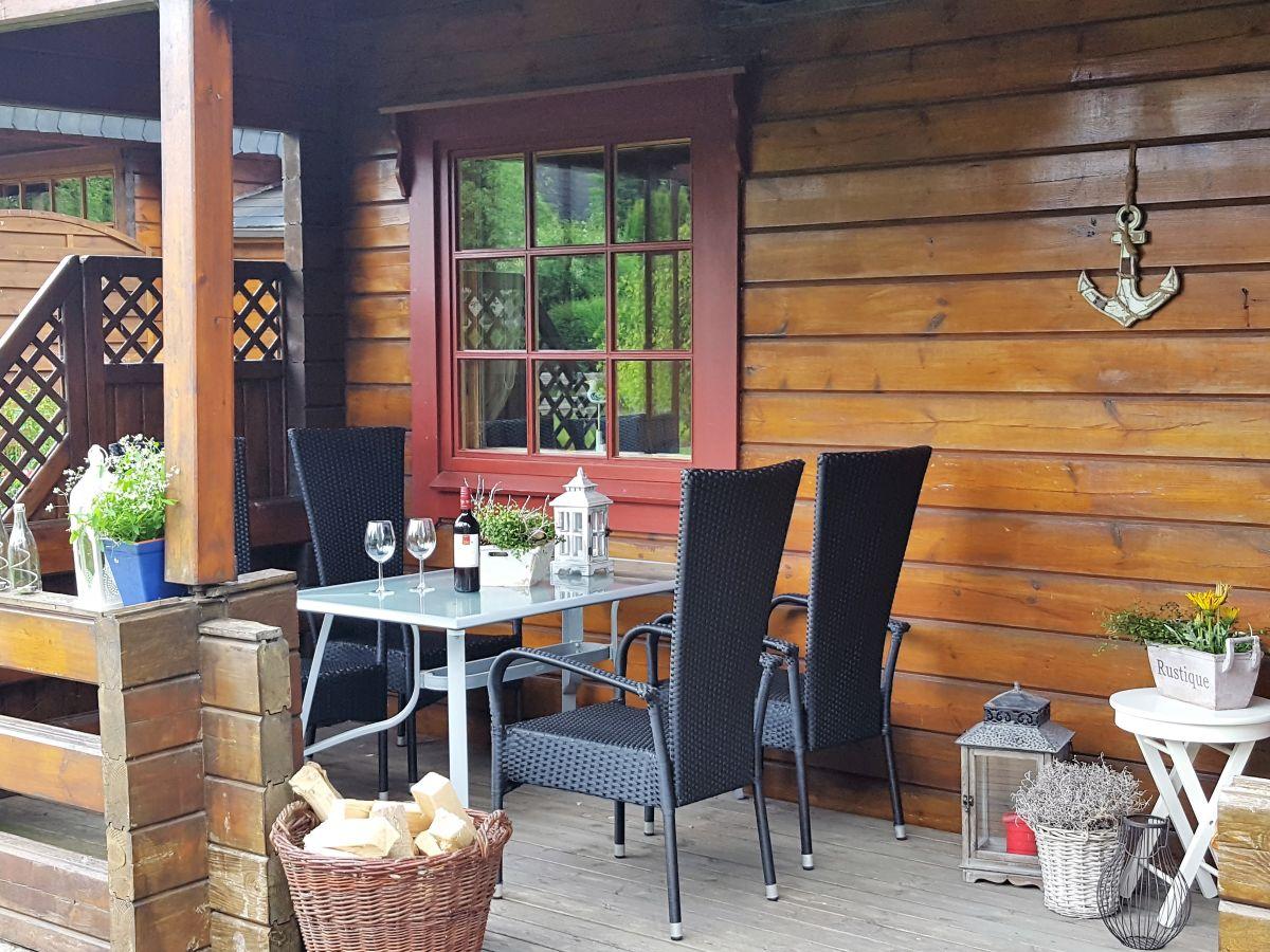 Finnische blockhaushälfte mit schöner terasse